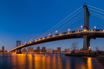 Fototapete - Manhattan Bridge at dusk