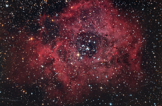 Nebulosa rossa nel cielo notturno
