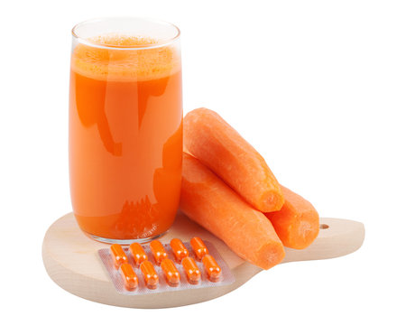 carrot juice, fresh carrots and on cutting board
