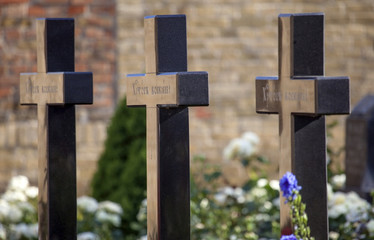 Row of crosses to heroes.