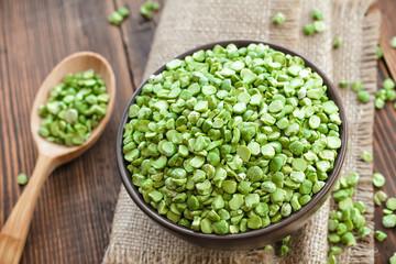 Dry green peas