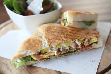 Sandwich egg and avocado
