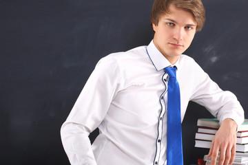 Młody przystojny uczeń