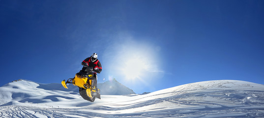 In de dag Wintersporten snowmobile