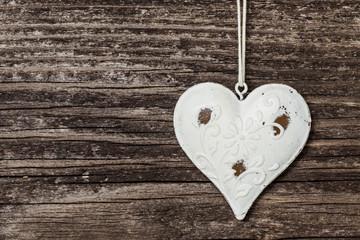 Altes Herz auf Holzwand