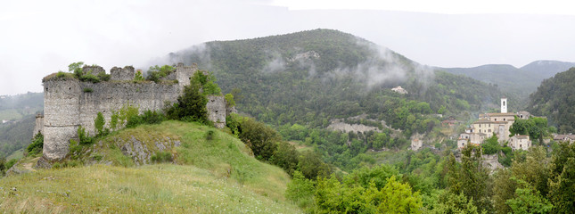 Rocchette village and its ruined castle