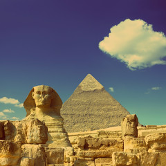 Foto auf Leinwand Ägypten Cheops pyramid and sphinx in Egypt - vintage retro style