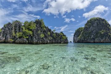 Tuinposter Zee zonsondergang Turquoise Tropical Paradise Beach Ocean Sea Crystal Water Clear