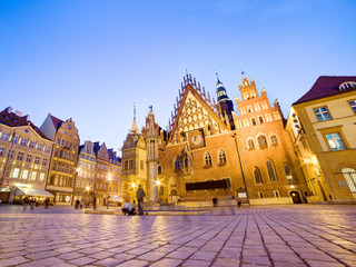 Fototapete - Wroclaw, Poland. The Town Hall on market square at night