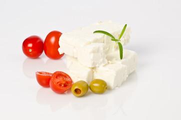 käse vom schaf mit oliven und tomaten
