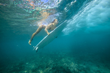 surfing a wave.underwater viewing.