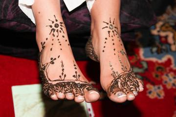 tradition Afrique du nord séance de henné sur les pieds