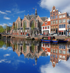 Photo sur Toile Amsterdam Amsterdam city with boat on canal in Holland