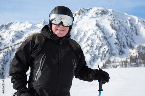 homme portant un casque de ski stock photo and royalty free images on pic 61191671. Black Bedroom Furniture Sets. Home Design Ideas
