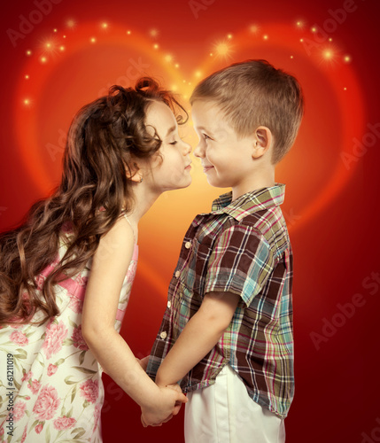 boy and girl kissing № 663776