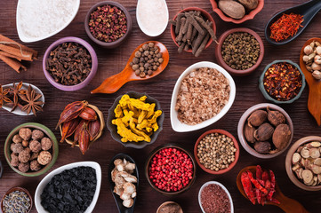 In de dag Kruiden Large set of spices, seasonings and salt