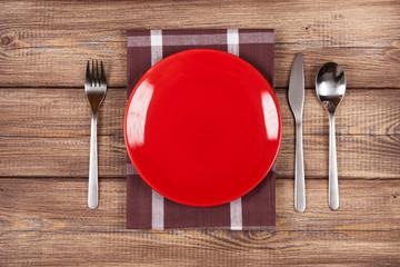 Fotoväggar - Empty plate on a wooden table