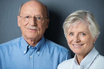 freundliches älteres ehepaar