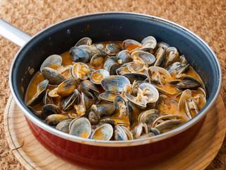 "Clams cooked in the recipe ""almejas a la marinera"" in a pan"