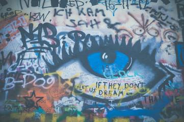 Partie du mur John Lennon à Prague
