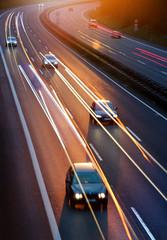 Wall Mural - Autos mit Lichtspuren auf deutscher Autobahn Dämmerung