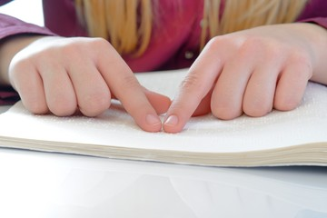 Braille wird gelesen