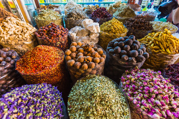 Photo sur Toile Herbe, epice dried herbs flowers spices in the spice souq at Deira