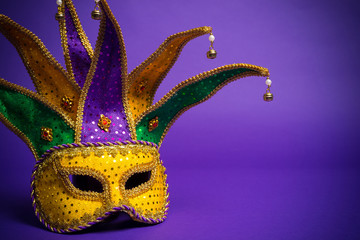 Wall Mural - Mardi Gras or Carnivale mask on a purple background