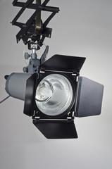 Studio Kompaktblitz mit Normalreflektor und Klappen