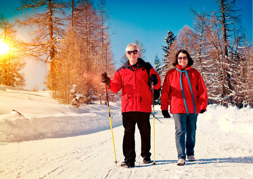 walking in snow 05 / sportive senior couple in winter