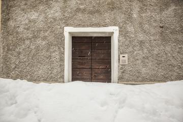 Casa isolata a causa di una abbondante nevicata