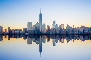 Fototapete - Manhattan Skyline with the One World Trade Center building at tw
