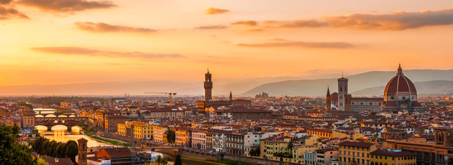Panoramic view of the Florence city during golden sunset Fototapete