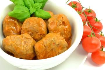 klopsy z mięsa mielonego w sosie pomidorowym