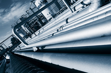 giant fuel pipelines construction leading to refinery