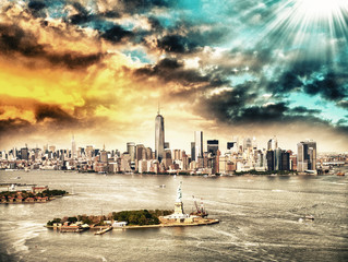 Printed kitchen splashbacks Sydney New York skyline with Statue of Liberty from helicopter
