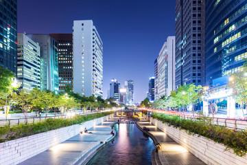 Fotobehang Seoel Cheonggyecheon in Seoul city