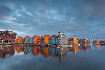 Fototapete - colorful buildings on water