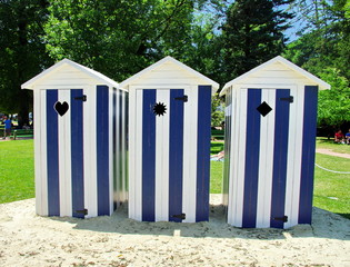 Photos illustrations et vid os de cabanes for Cabine de plage bois