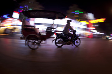 tuk tuk at night Fototapete