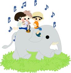 象の背中に乗って、楽しい散歩。