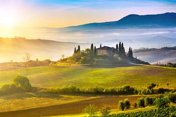 Obraz Toskania o wschodzie słońca - fototapety do salonu