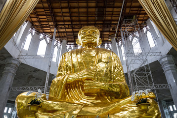 The gold buddha image