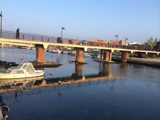 Nehir, Köprü ve Sandallar