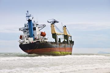 rescatando al barco encallado