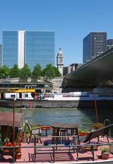 Gare de lyon, péniche et quai de Seine