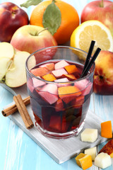 sangria bevanda dolce in bicchiere