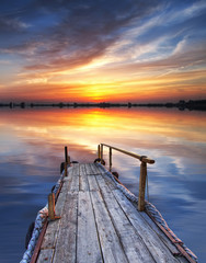 Aluminium Prints Pier cuando el sol ilumina el embarcadero