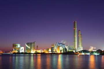 Keuken foto achterwand Industrial geb. Industrial plant at night
