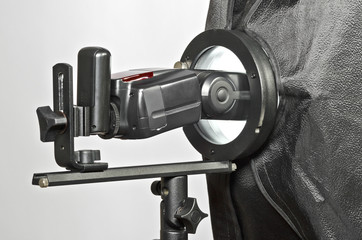 Foto Studio Speedlight mit Softbox Adapter und Softbox